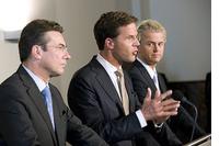 Politici en top bedrijfsleven moeten de achterkamertjes weer in image