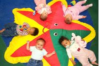 Jonge werkende ouders in de knel door nieuwe regels kinderopvangtoeslag image