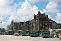 Connexxion bussen aan de oostzijde van Amsterdam CS