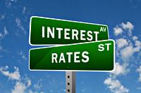 Straatnaamborden met de tekst 'Interest' en 'Rates'