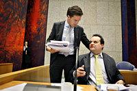 De minister-president (Mark Rutte) arriveert in vak K om samen met minister De Jager
