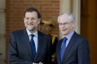 President EC Herman Van Rompuy schudt handen met Spaanse president Mariano Rajoy