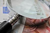 Vergrootglas en euro's